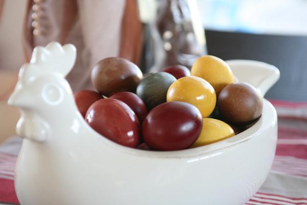 πως να βάψετε τα πασχαλινά αυγά με φυσικό τρόπο