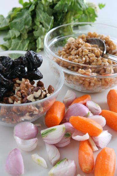 σαλάτα με λαχανικά και σιτάρι